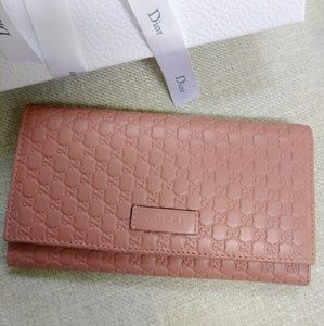 Like new Gucci long wallet
